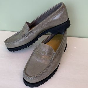 G. H. Bass & Co. Weejuns Leather Green Loafer 8 M